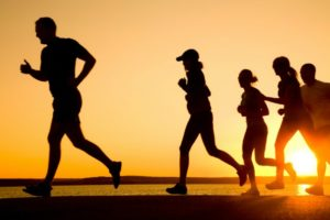 Vamos correr? Benefícios da saúde do corpo através corrida
