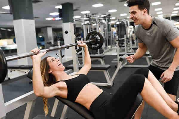 A ajuda de um personal trainer agiliza o emagrecimento?