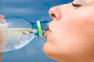 Beber água demais faz mal?